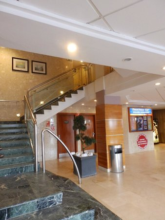 Golden Donaire Beach Hotel : main staircase