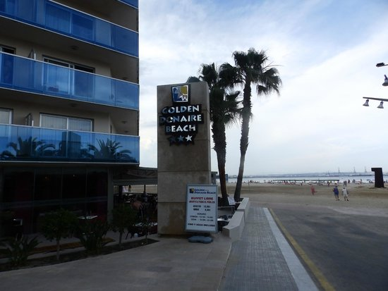 Golden Donaire Beach Hotel : right on the beach