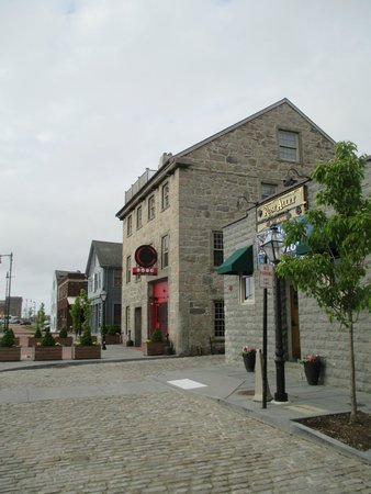 Rose Alley Ale House: Historic Rose Alley Pub
