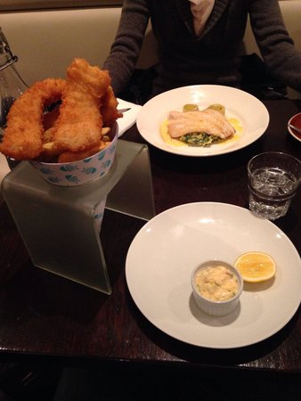 Fishbone Bar & Grill: Cod crumbed & chips