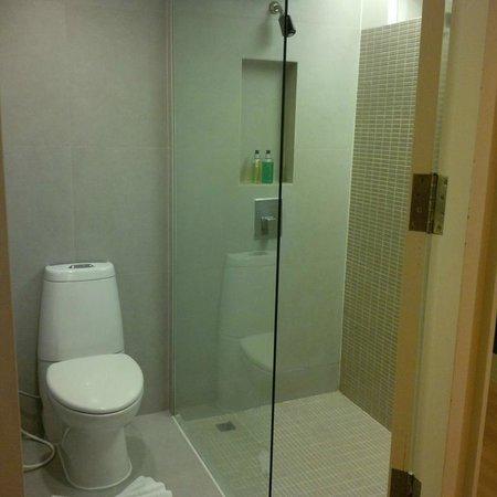 Trinity Silom Hotel : Bathroom