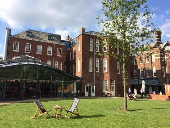 Hotel du Vin Exeter: Gin in the Garden