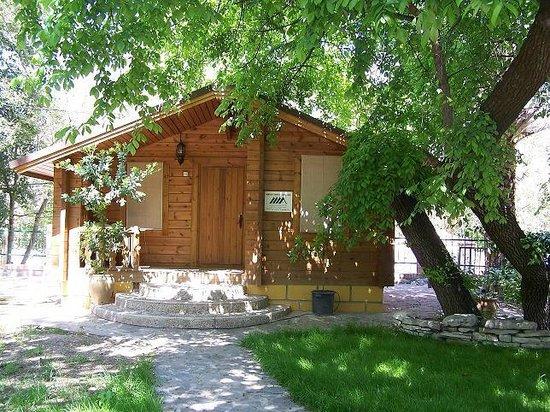 Balneario San Andres: Cabaña de madera