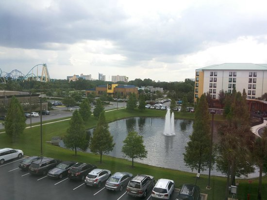 Fairfield Inn & Suites by Marriott Orlando at SeaWorld: Vista do quarto