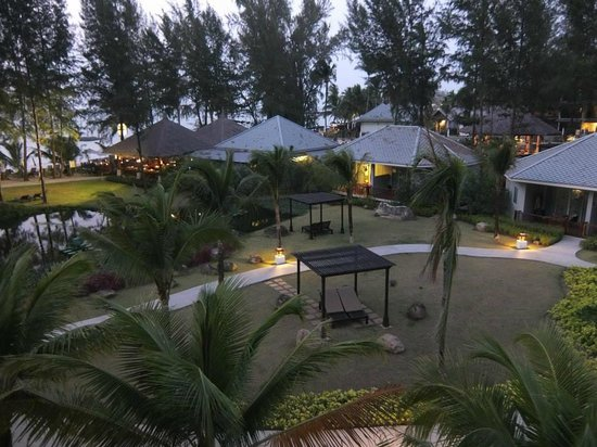 TUI Sensimar Khaolak Beachfront Resort: view in the evening from our room