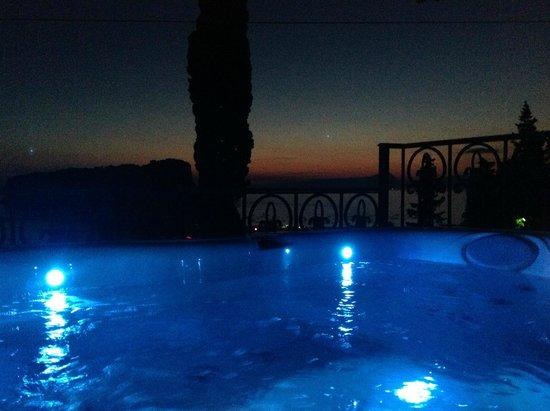 Villa Nappi Bed & Breakfast : Piscina Idromassaggio Jacuzzi con percorso benessere su Terrazzo Panoramico (Area Relax)