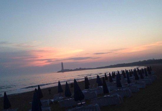 Milu Beach Club | Hotel & Resort : La playa al atardecer