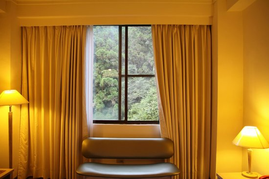 Sun-Link-Sea Hotel: 窗內外景觀