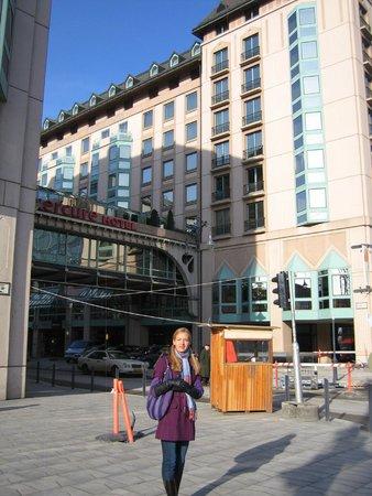 Mercure Budapest Korona Hotel: Перед отелем