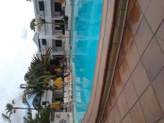 LABRANDA Playa Club: poolside