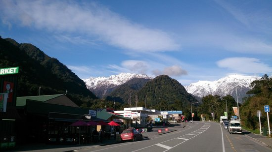 Franz Josef Glacier (on the left Full of Beans)
