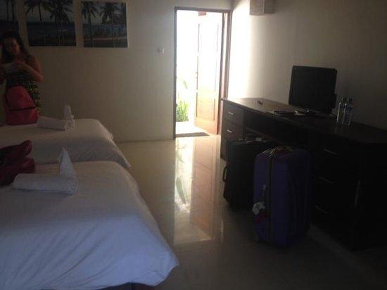 Tir Na Nóg Gili Trawangan Accommodation: Bedroom with TV