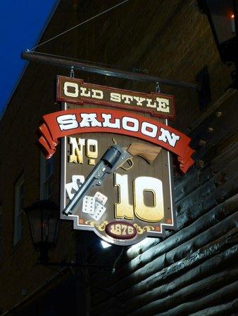 Cedar Wood Inn: Saloon