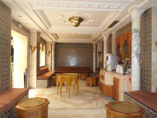 Hotel Riviera: lovely self service coffee bar