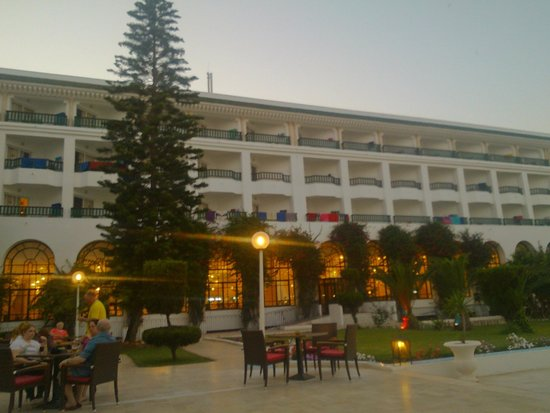 Hotel Riviera: sitting ouside of bar area early evening