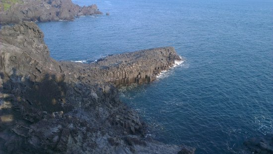 Hyatt Regency Jeju: Local columnar volcanic lava rocks
