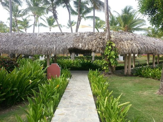 Grand Palladium Bavaro Suites Resort & Spa: Villa 55 walkway