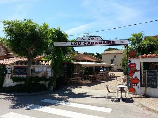 Restaurant Lou Cabanaïre : Entrance to a charming bar restaurant.