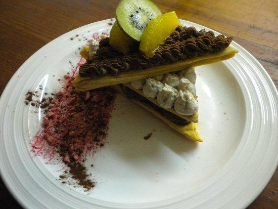 Auberge de la Croix Perrin : Millefeuille mousse chocolat banane