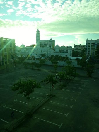 DJ Citi Point Hotel: Mosque just behind and the praying is very loud in the early morning