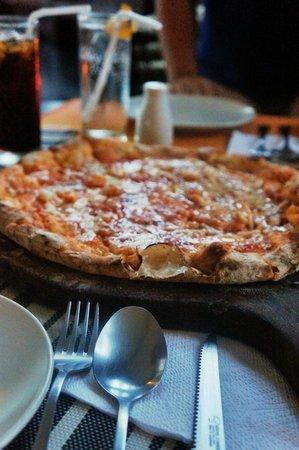 Altrove : brick oven baked pizza.. super yummy!