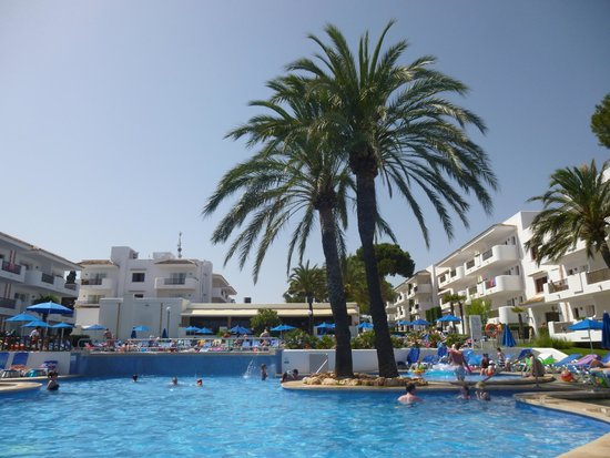 Inturotel Cala Azul Park : View of pool