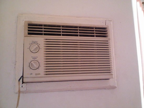 Charlotte Diving Resort: the air con, wire fixed with tapes