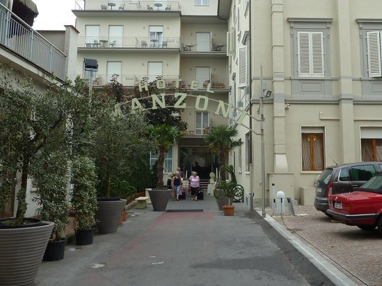 Hotel Manzoni: front of hotel