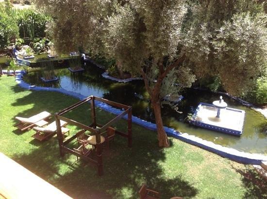 Sofitel Marrakech Lounge and Spa: Blick vom Zimmer 260 zum Garten