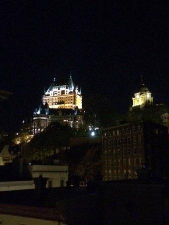 Auberge Saint-Antoine: La vue la nuit sur le Chateau