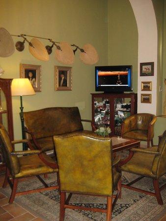 Hotel Julian: Reception Area