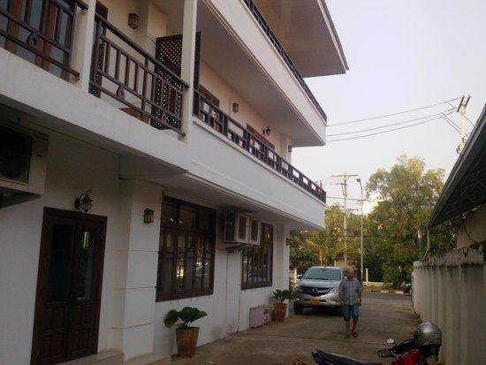 AV Hotel: av side