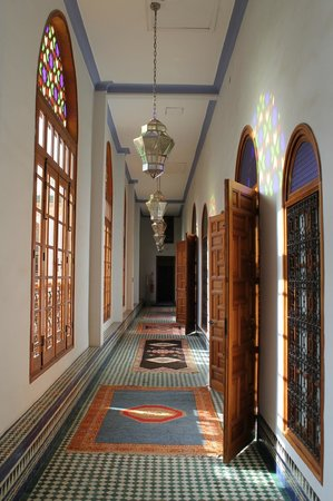 Palais Amani: Light-filled hallways leading to rooms