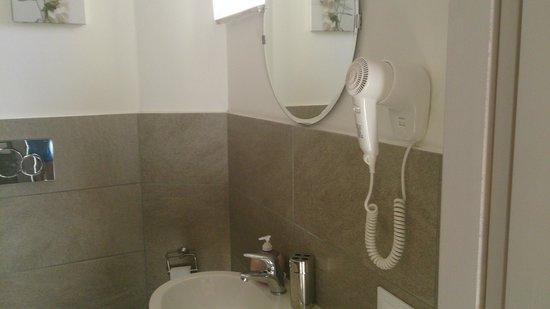 Biancoreroma B&B: bathroom