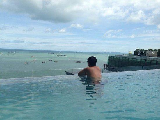 Hilton Pattaya: Swiming Pool - Shore