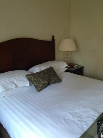 Macdonald Frimley Hall Hotel & Spa : Comfy bed