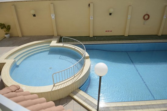 Mavina Aparthotel: the pool under our balcony