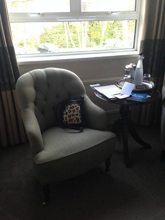 Macdonald Frimley Hall Hotel & Spa : Chairs/table