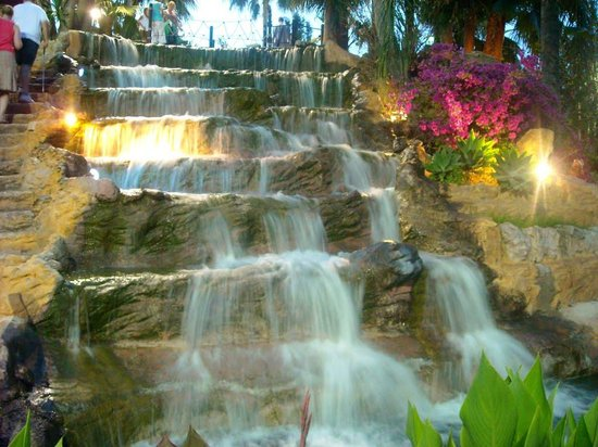 Golf Fantasia: The waterfall