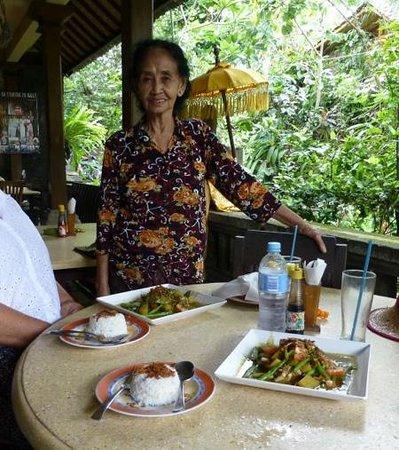 Ibu Putu's Warung : Ibu Putu and her Chicken curry