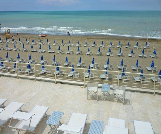 Hotel Alta la Vista : spiaggia di fronte