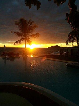Hotel Arc en Ciel: Tramonto mozzafiato sulla piscina