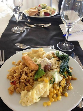 Hotel Club Bahamas Ibiza : Another big plate of different foods