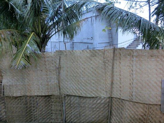 La Joya, Villa & Bungalows: Blick von unserer Terrasse auf Baustelle (Bungalow Nr. 5)