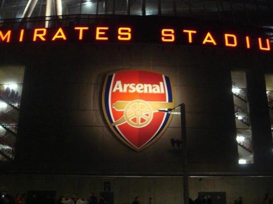 Emirates Stadium: stadium at night