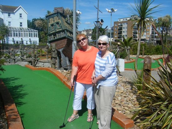 Bay Tor Park Hotel: lovely game of crazy golf on Paignton seafront
