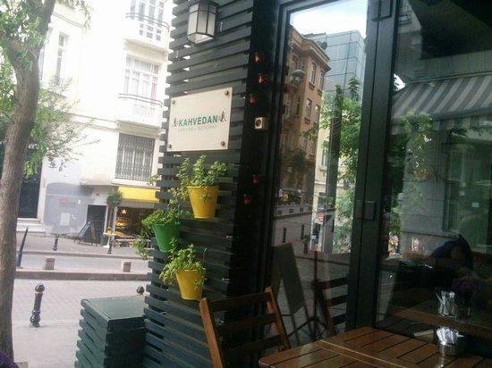 Kahvedan: Street view.