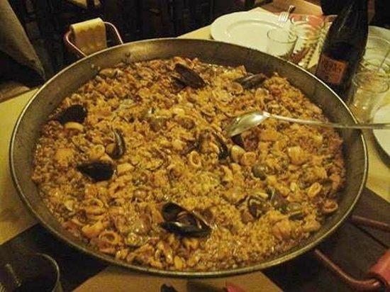 Ristorante Spagnolo La Posta: Paella di pesce - carne