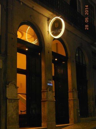 Grande Hotel de Paris : vue de l'entrée de l'hôtel de nuit