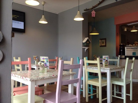 Chiff Chaff Cafe: Pretty tables